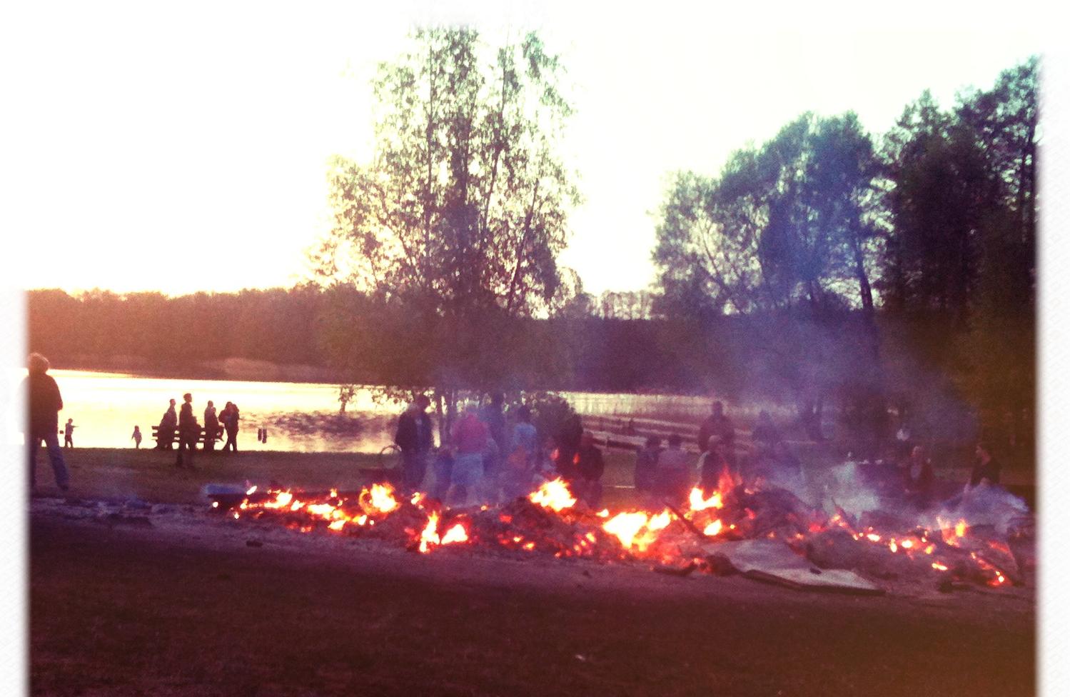 Osterfeuer am Weißer See in Böhmerheide